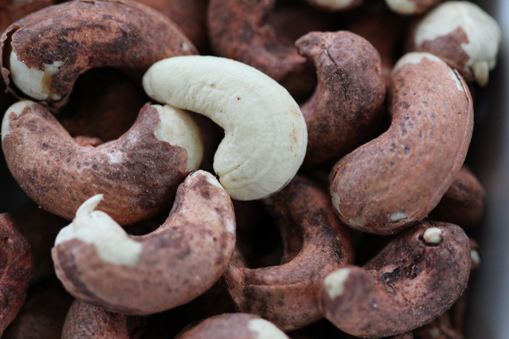 Dried tender cashew nuts